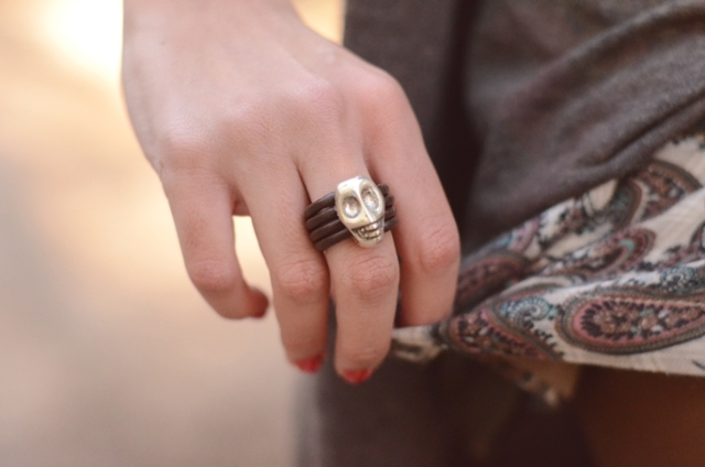 Lovely Pepa y anillo calavera
